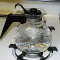 Очищаем от накипи чайник