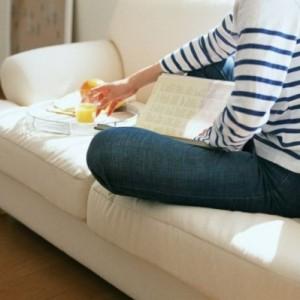 Привычка кушать на диване