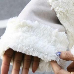 Пятно на меховом рукаве
